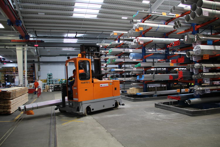 The HUBTEX MQ 40 sideloader being used in the steel trade