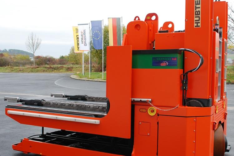 HUBTEX tool changers can pick up loads weighing up to 65 tons.
