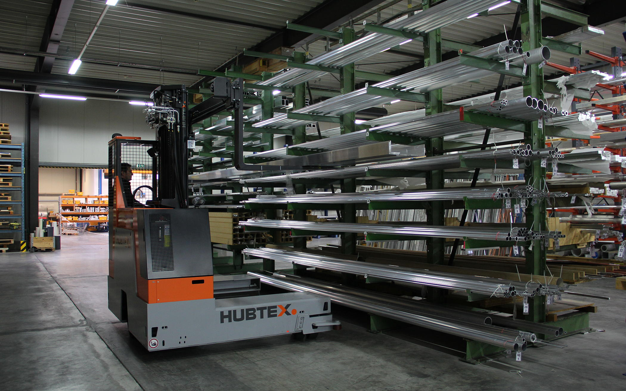 the HUBTEX EASY multidirectional sideloader being used to pick up long goads
