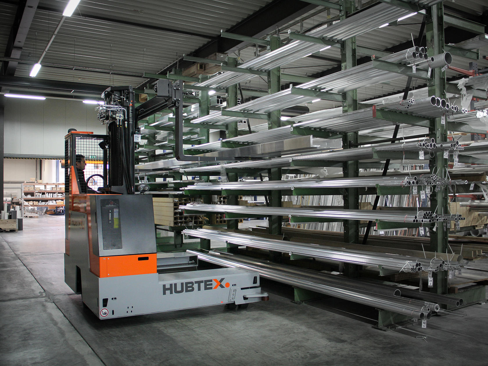 HUBTEX BasiX multidirectional sideloader picking up profiles