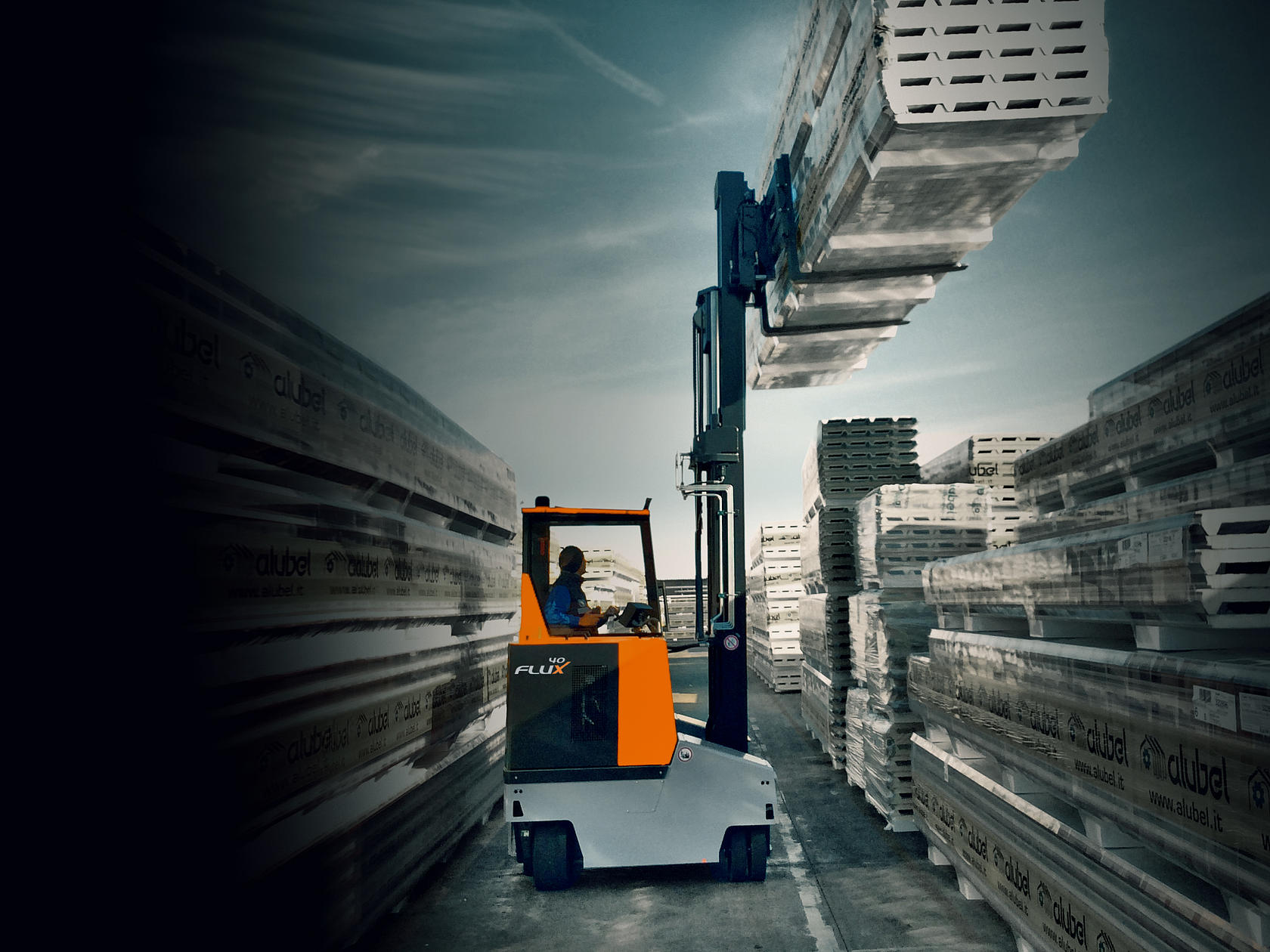 Electric multidirectional counterbalance forklifts