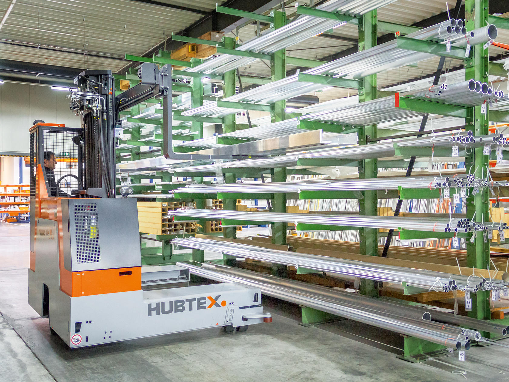HUBTEX MaxX multidirectional sideloader handling aluminum internally