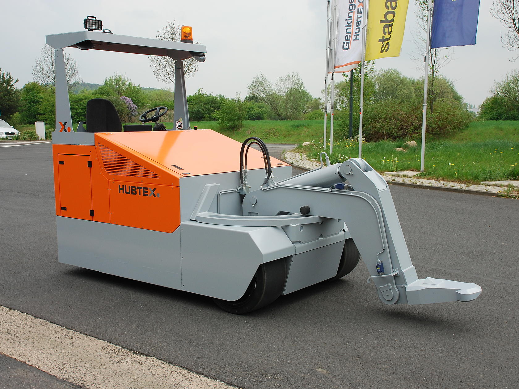 Electric towing tractor in the sheet metal industry