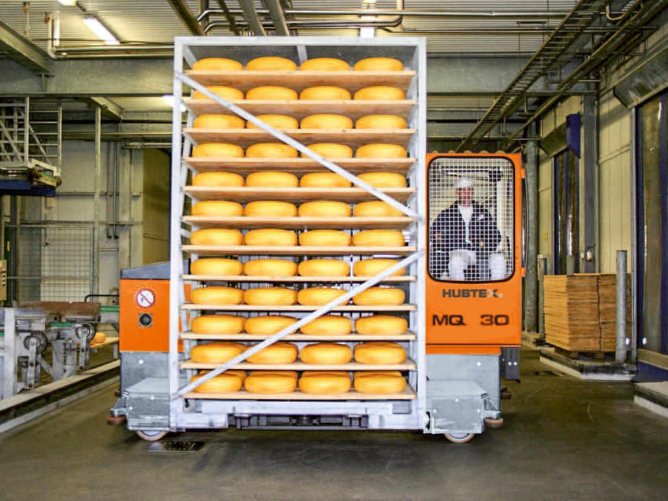 HUBTEX multidirectional sideloader in the food industry