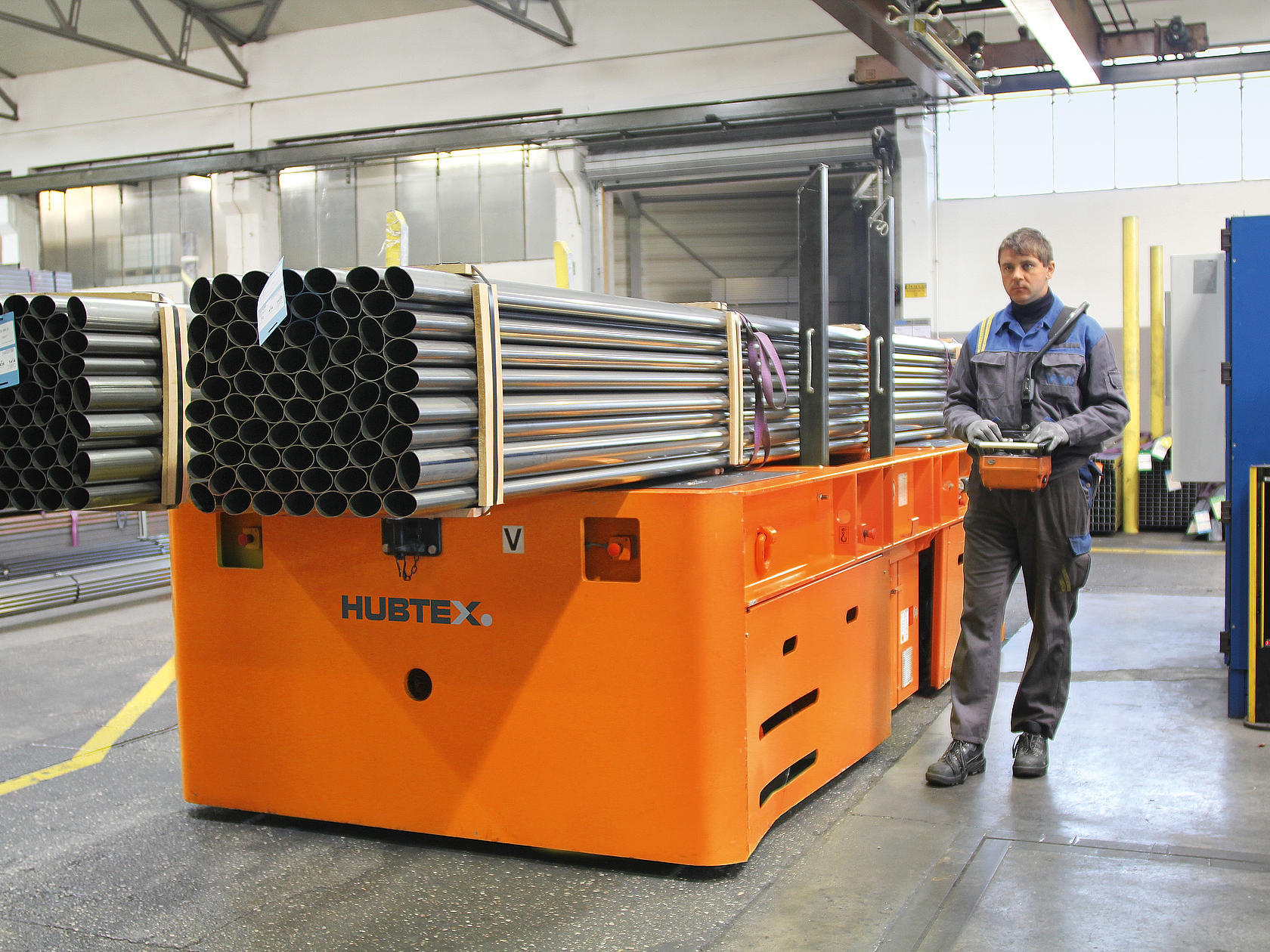 Metal pipes are transported by the HUBTEX SFB