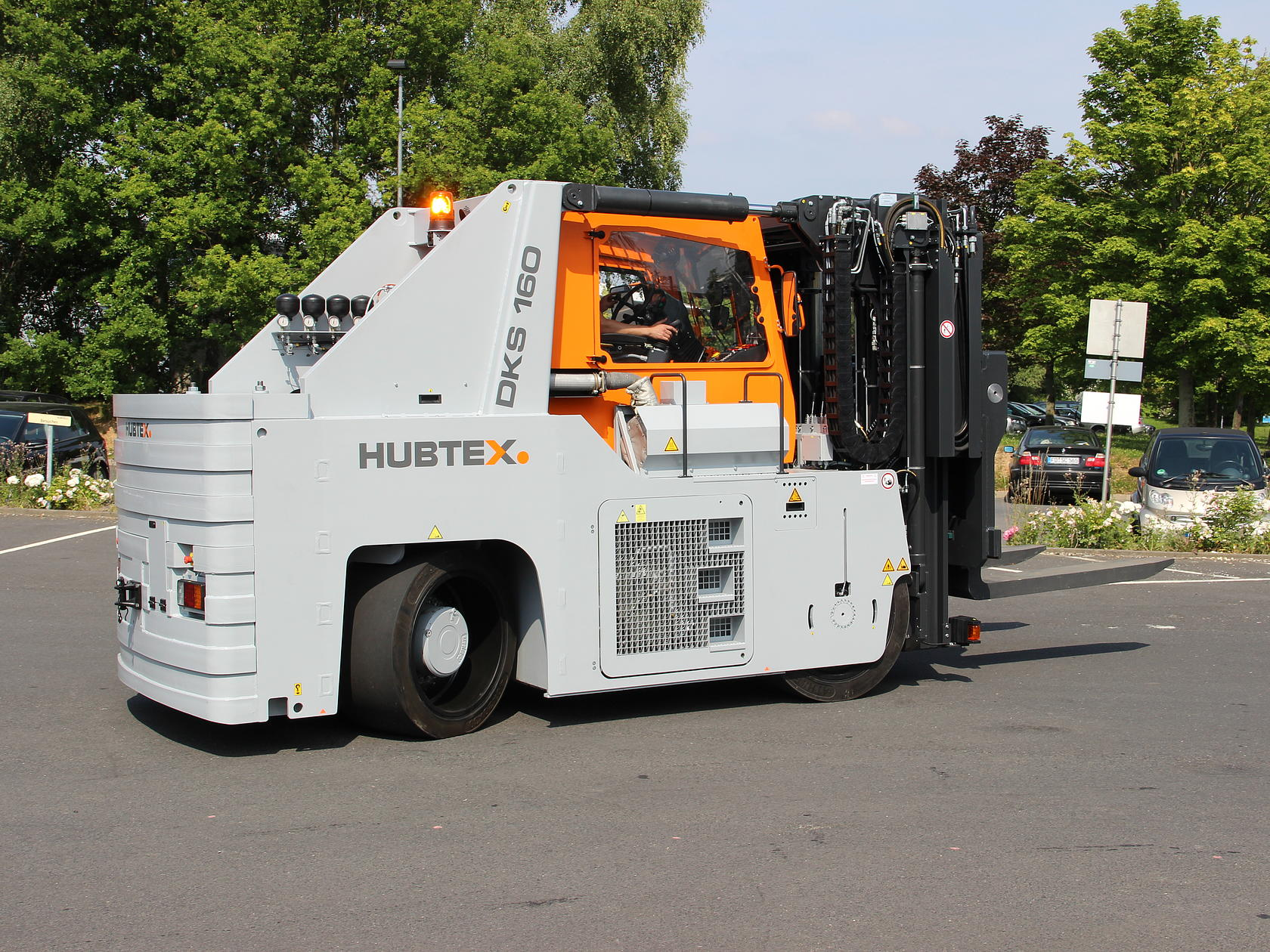 HUBTEX heavy-duty compact frontlifts